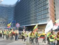 """IMG_8874.jpg - Lapkričio 22 d. protesto akcija ,,Baltijos traktorius"""" pratęsiama Briuselyje, prie  Europos Parlamento."""